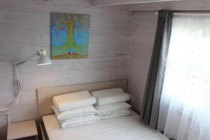 Bedroom 1s